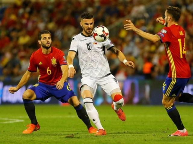 Albania deseó responder, mas no pudo hacer más que estrellar un cabezazo en el larguero