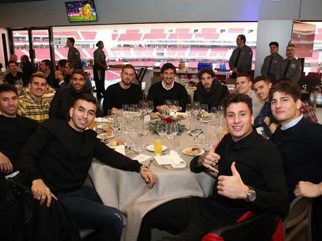 Los jugadores 'colchoneros' disfrutaron de las viandas en el nuevo estadio del equipo (EFE)