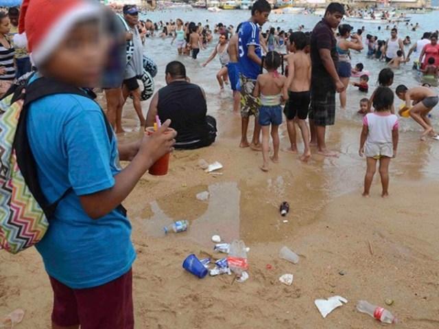 Reino Unido evalúa eliminar popotes y cotonetes (q-tips) en los próximos años como una medida para disminuir el residuo plástico que llega a los océanos