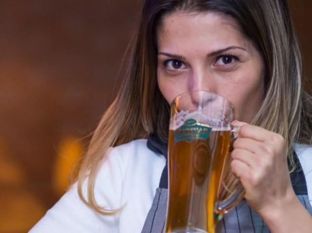 Si te dieran a elegir entre beber una cerveza o vino, ¿qué preferirías? Si contestaste cerveza… ¡felicidades! Eso significa que eres fiel apareja. - Foto: Pixabay