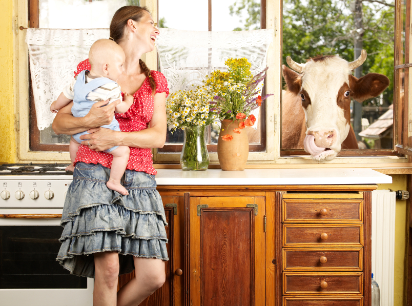 Farmhouse_kitchen_with_cow.png