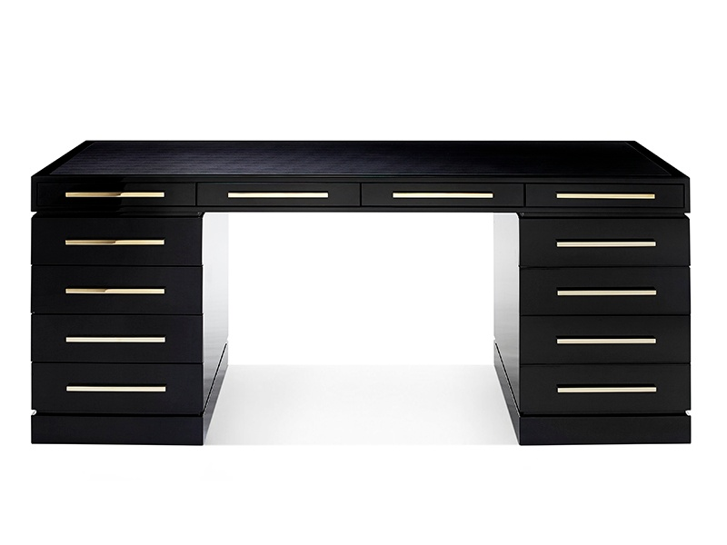 The Wellington desk by British brand Davidson is the perfect combination of style and function: it  is hand-crafted in the UK and finished with a special lacquering technique, resulting in an attractive high-gloss finish.