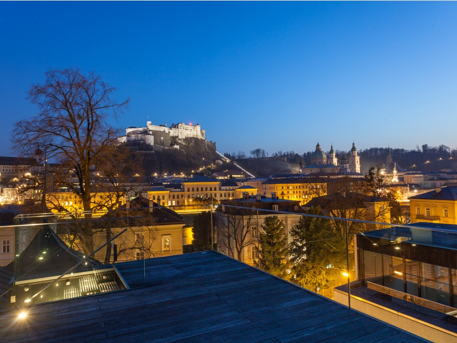 This contemporary, state-of-the-art rooftop apartment boasts a truly spectacular 360-degree panorama of the historic center of Salzburg.