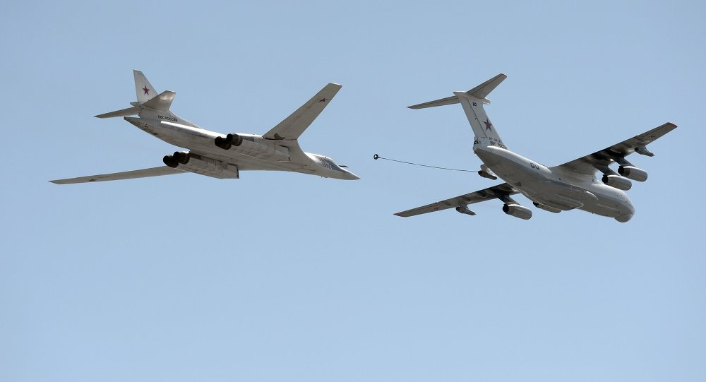 IL 78 tanker aircraft, right, and Tu-160 'White Swan' supersonic heavy strategic bomber