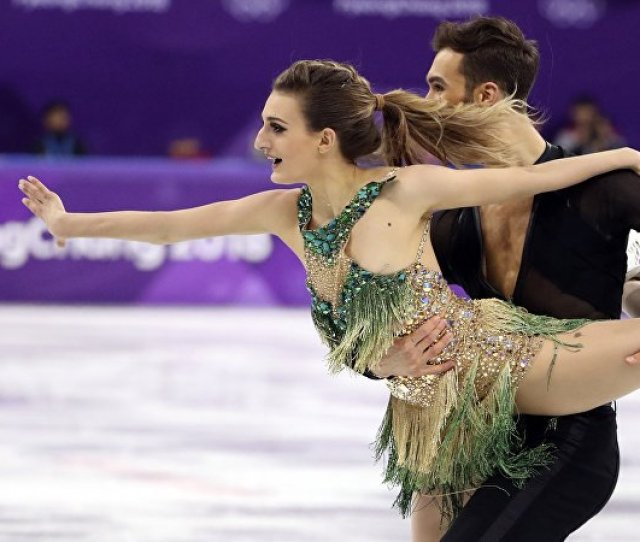 Titillation On The Ice Skater Suffers Revealing Wardrobe Malfunction Video