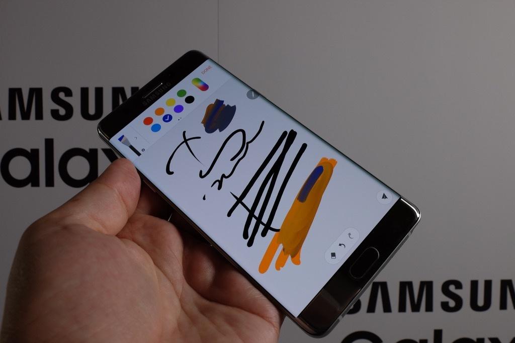 Samsung Galaxy Note 7 negro con S note en pantalla