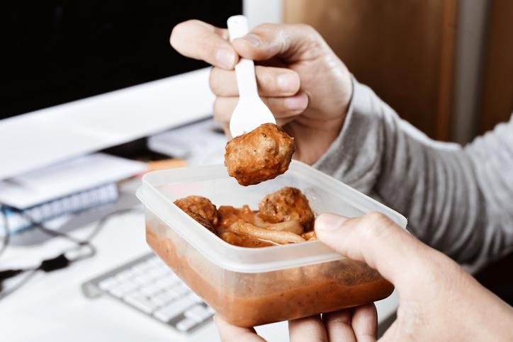 Calentar comida en tupper engorda