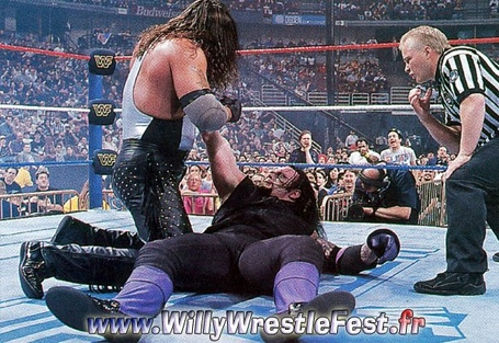 Wrestlemania_12_-_undertaker_vs_diesel_02_medium