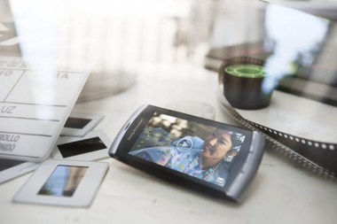 Phone_on_the_table_2