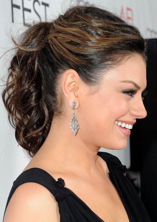 Messy-Wavy-Ponytail-with-Texture