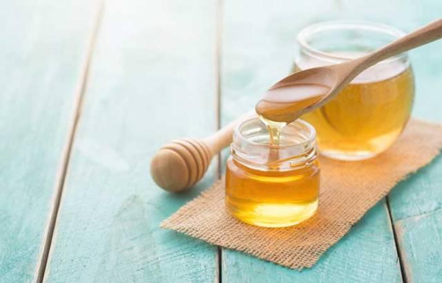 1.Honey And Lemon Face Pack