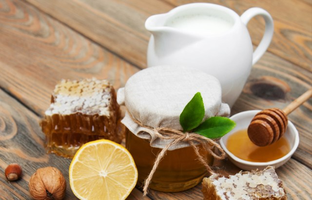 Honey As A Face Wash Skincare and Beauty tips to follow in the Cold Winter Season