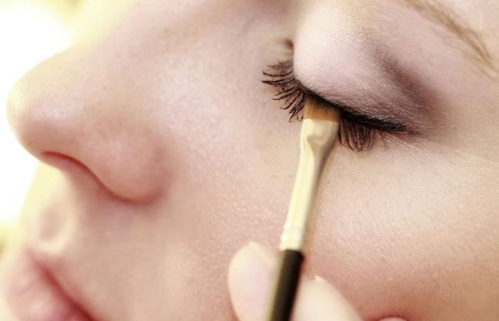 Rajzoljon egy nyíl a szem előtt