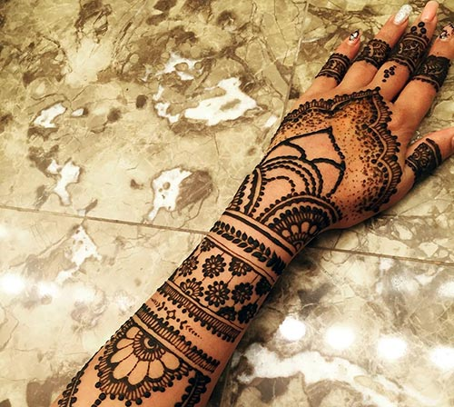 21 Indian Bridal Mehndi Designs And Tips To Rock Your