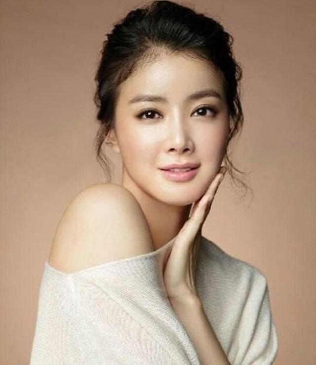 Top 20 Most Beautiful Asian Women 11