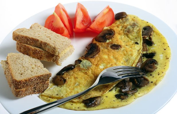 Chicken Omlette With Brown Bread