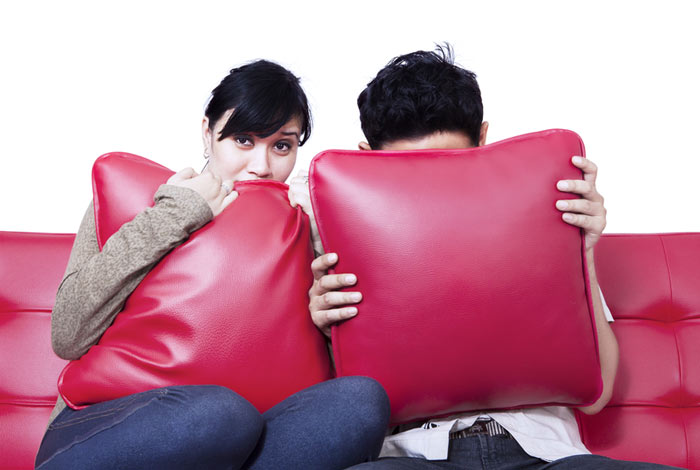 Watch A Scary Movie  12 Cute Things To Do With Your Date Watch A Scary Movie