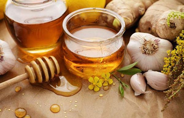 6.-Garlic-And-Honey-Face-Pack