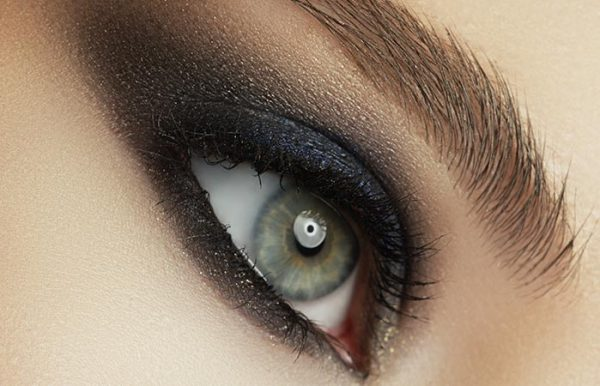 4. Fake Smoky Eyes With This Simple Trick