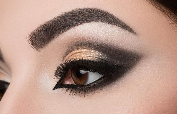 6. Add Highlights To Your Lids With Metallic Eyeshadow
