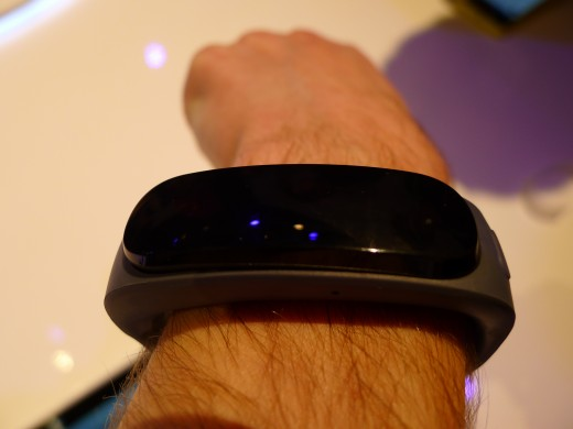 P1050004 520x390 Huawei TalkBand B1 is a fitness and sleep tracker with a Bluetooth 4.1 earpiece for wireless calls