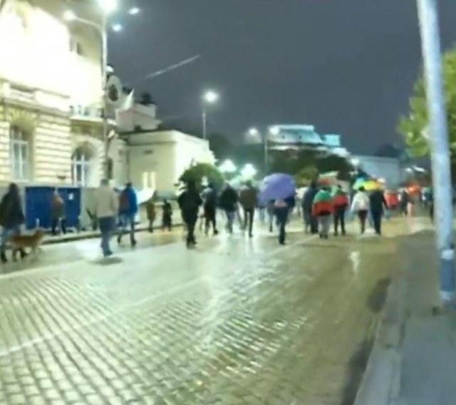 50 души на протеста в София, 20 в Пловдив – без шествие под тепетата