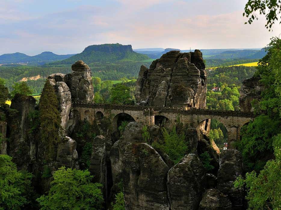basteibrücke-sächsische-schweiz-e1398350789621-934x
