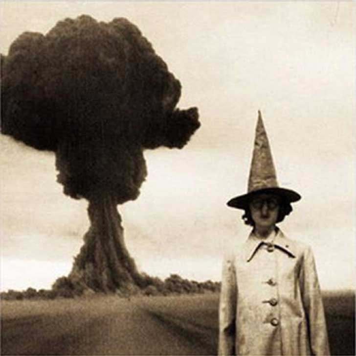 scary-creepy-real-photos-mushroom-cloud-with-girl