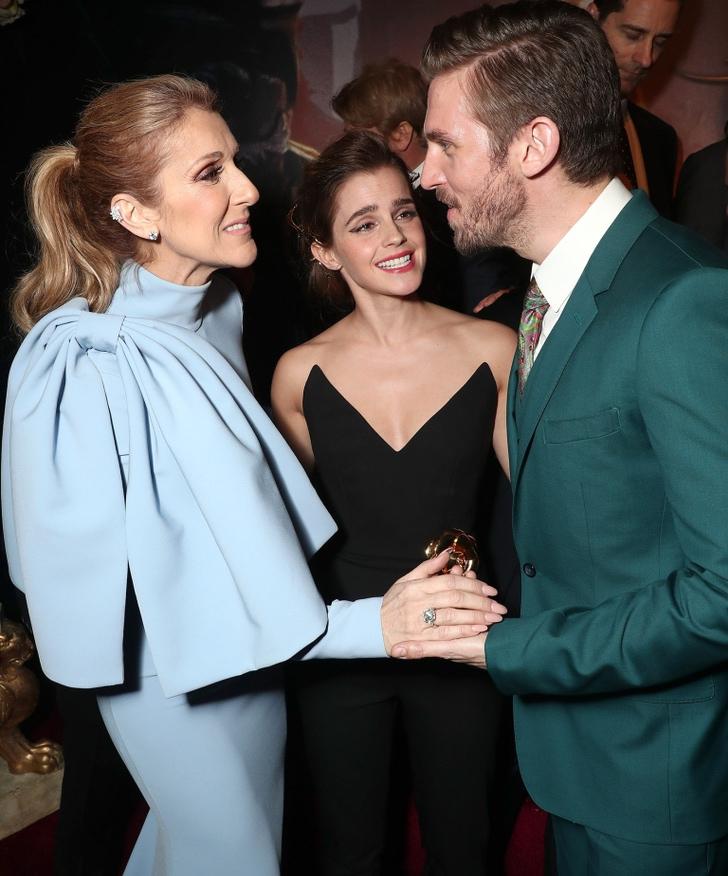 13 26 - 25 famosos que enloquecieron al conocer a sus famosos favoritos. Emma Watson casi llora