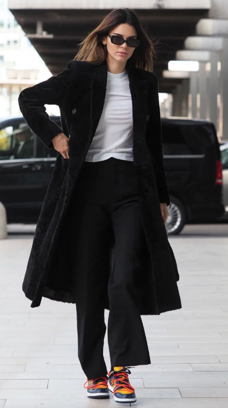 kardashian bikini12 - 20 fotos prueban que las Kardashian no solo lucen bien en bikini. Kylie luce sensual con abrigo