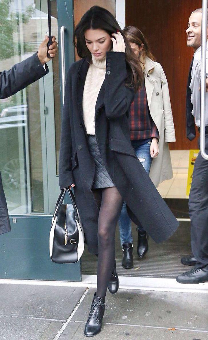 kardashian bikini14 - 20 fotos prueban que las Kardashian no solo lucen bien en bikini. Kylie luce sensual con abrigo