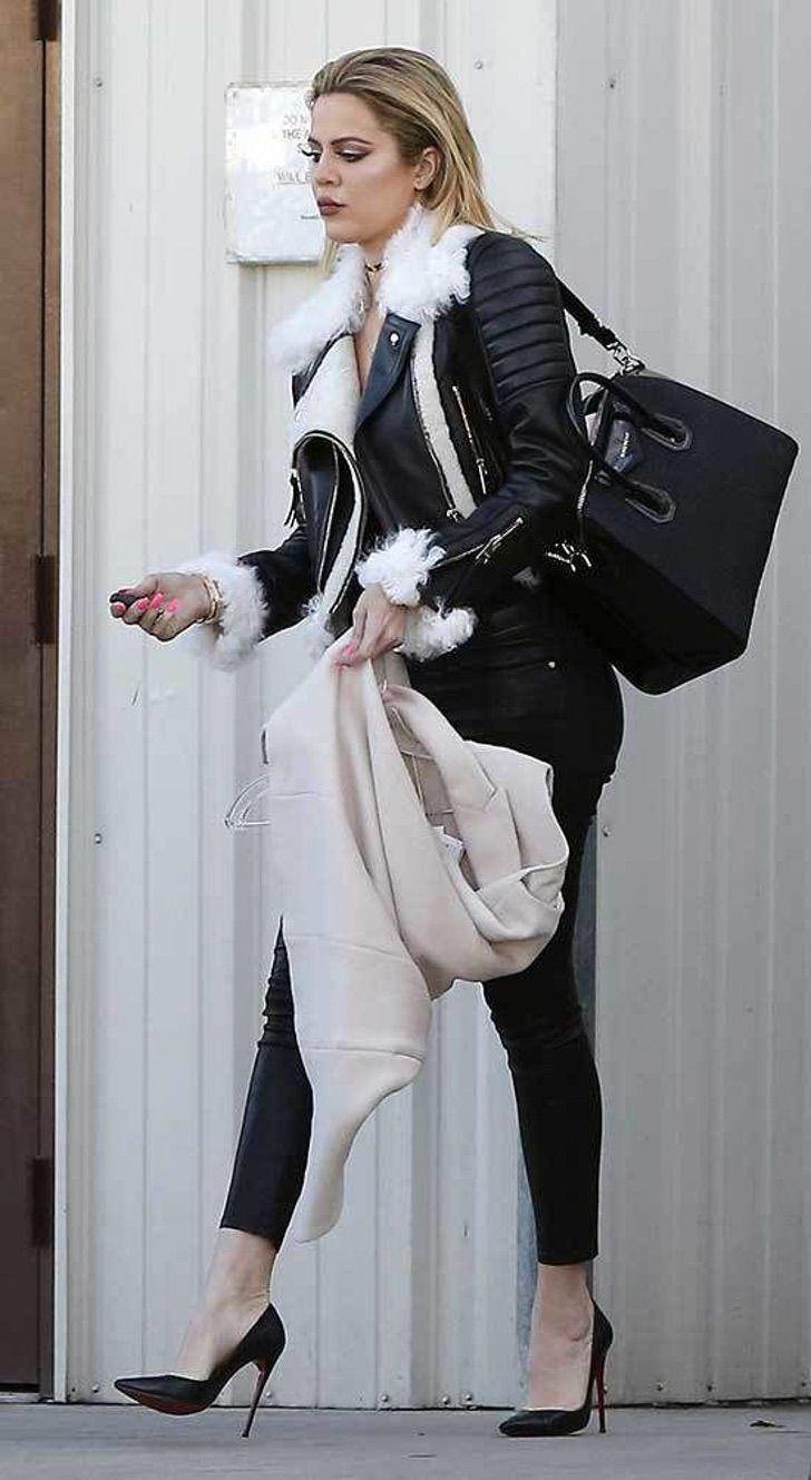 kardashian bikini6 - 20 fotos prueban que las Kardashian no solo lucen bien en bikini. Kylie luce sensual con abrigo