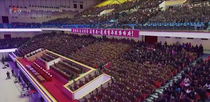 Captura de Pantalla 2021 01 21 a las 01.44.06 - Kim Jong-un realiza un acto multitudinario sin mascarillas en Corea del Norte. Sin temor al COVID-19