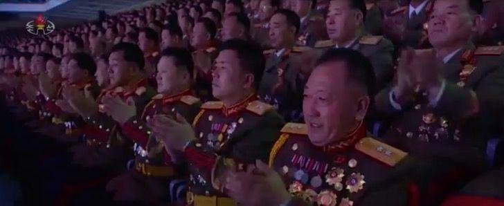 Captura de Pantalla 2021 01 21 a las 01.45.33 - Kim Jong-un realiza un acto multitudinario sin mascarillas en Corea del Norte. Sin temor al COVID-19