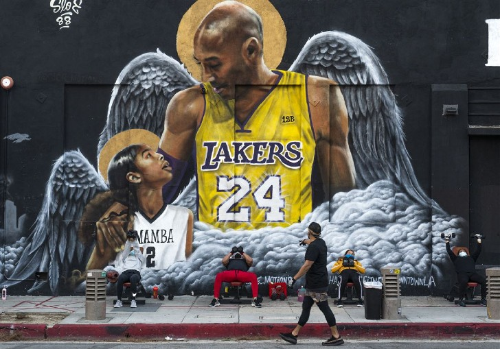 bryant 4 - A un año de su muerte: El recuerdo de Kobe Bryant y su hija sigue vivo. Las calles les hacen honor
