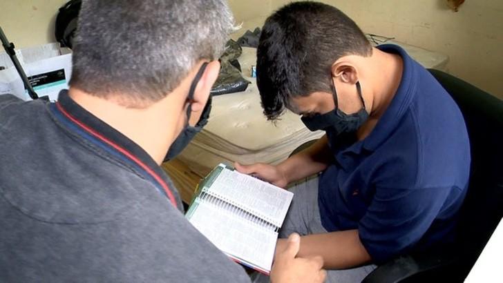 pai e filho se formam 3 - Pai começou a estudar direito para apoiar o seu filho com Asperger. Hoje, ambos estão formados