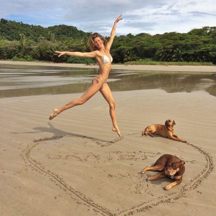 famosos playa12 - 14 fotos de las celebridades disfrutando con todo de sus vacaciones en la playa