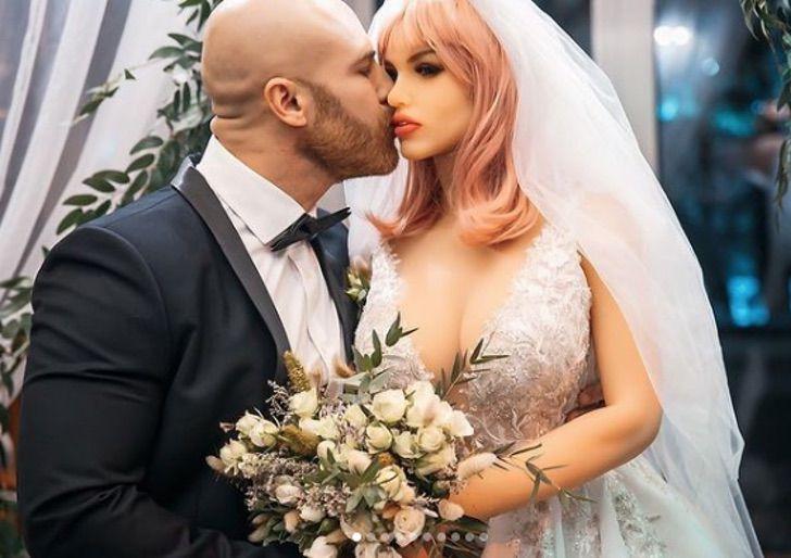 Captura de Pantalla 2020 11 30 a las 09.52.24 - Quando finisce un amore: bodybuilder divorzia dalla sua bambola e annuncia il suo nuovo fidanzamento