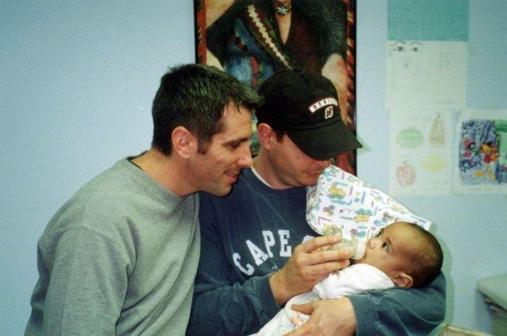 117588083 ead062d5 436a 4d6f aa69 134d320c7961 1 - Bela evolução: 15 fotos de um garoto adotado por um casal homossexual que o encontrou no metrô