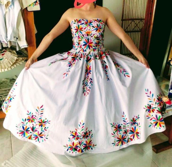 21 1 - 30 novias que no usaron el típico vestido blanco en su boda. Una se vistió de dinosaurio