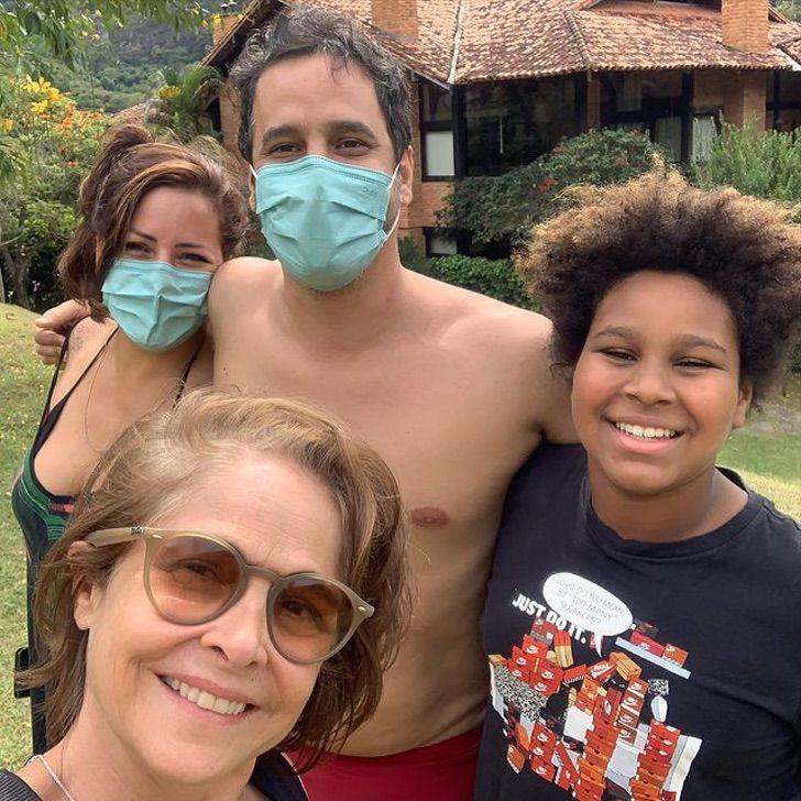 madre adopcion brasil ejemplo hijo color0002 - Actriz brasileña explica lo bueno que fue para ella adoptar a su hijo de color. Lo ama como propio