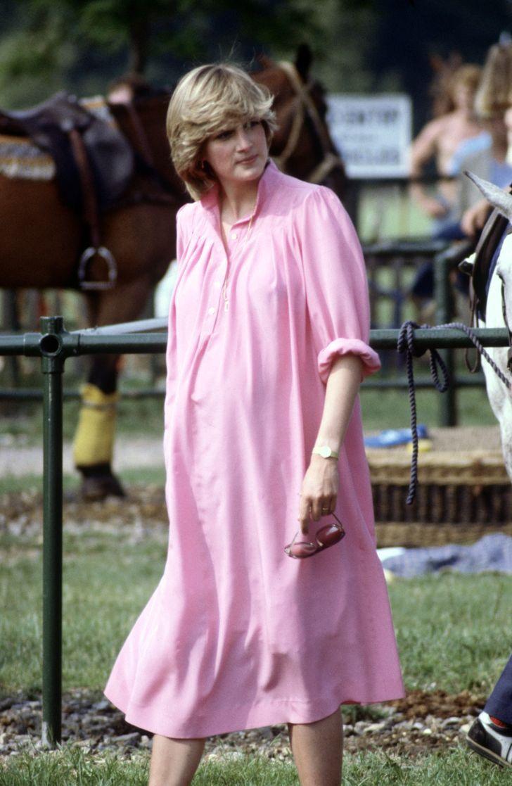 3 96 - 27 veces que Lady Di lució como toda una princesa con sus atuendos rosa