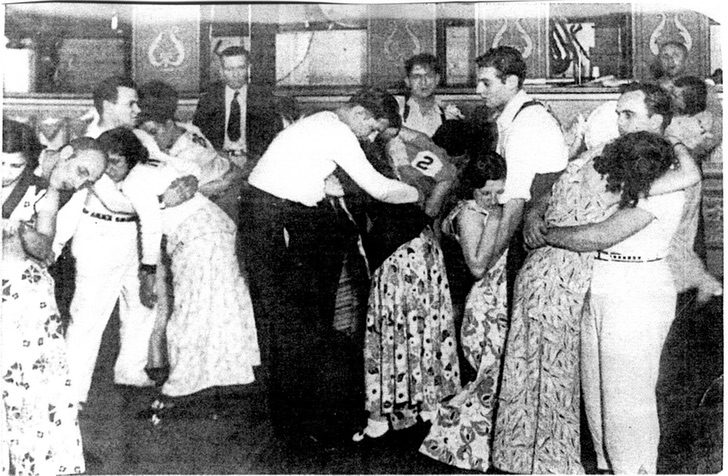 17ee2467724e5c86fc50bb15ec3ba93f - Bailaban hasta caer desmayados: Las extrañas maratones de bailes de 1930 que se hacían en EE.UU.