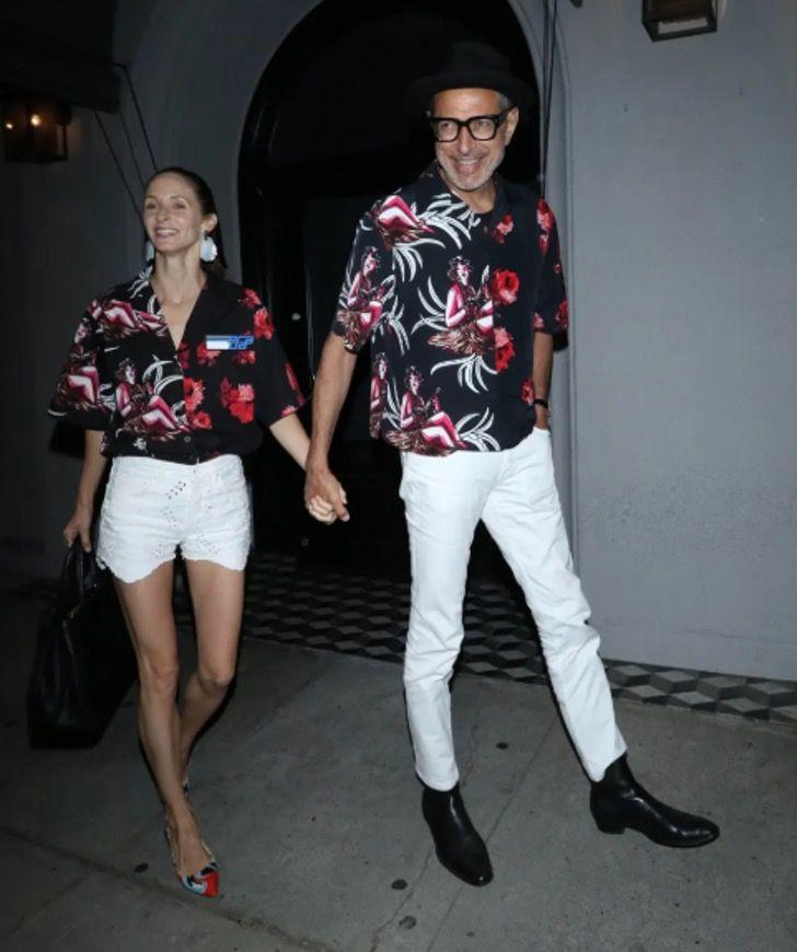 parejas famosos visten igual5 - 18 parejas de famosos que les encanta vestirse igual. Katie Holmes y su novio parecen gemelos