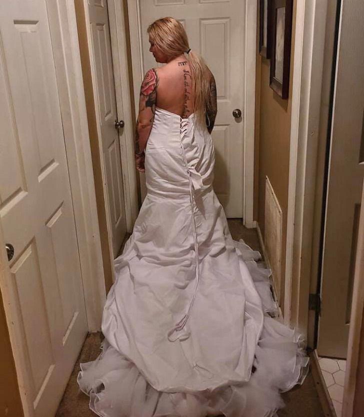 """novia vestido al reves4 - Novia reclama porque su vestido """"no es el que compró"""". Se lo había puesto al revés"""