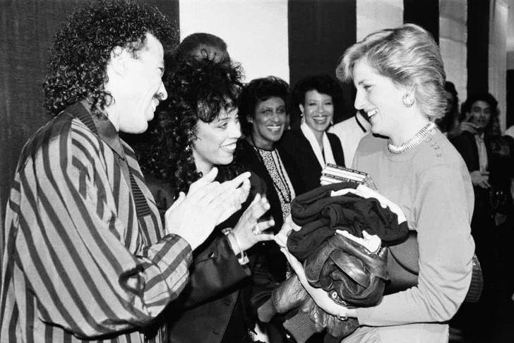 princesa diana famosos11 - 19 fotos de famosos que tuvieron la oportunidad de conocer a la princesa Diana de Gales