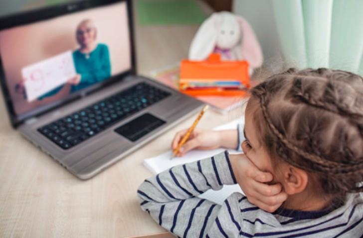 online - Campaña online reunió US 140.000 para niñas que iban a restaurante para estudiar con el WiFi gratis