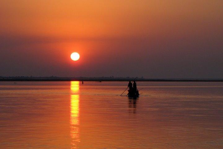 https://i2.wp.com/cdn2.walkthroughindia.com/wp-content/uploads/2012/10/Sunset-On-River-Brahmaputra.jpg