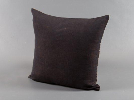 coussin decoratif samburu marron par nzuri textiles 2