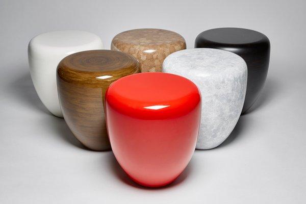 table d appoint ou tabouret dot en rouge iconique par reda amalou